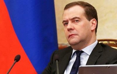 Выдача паспортов РФ в Крыму завершится к лету -  Медведев