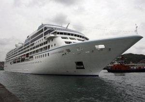 Круизный лайнер со 1001 человеком на борту дрейфует у берегов Филиппин