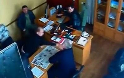 В Кировоградской области в собственном кабинете избили главврача горбольницы - СМИ