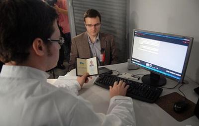 Украинцы смогут получить биометрические паспорта в нынешнем году – Яценюк