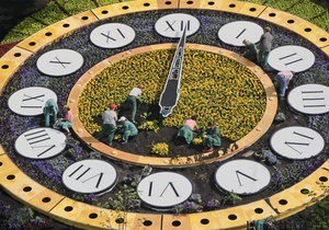 Цветочные часы в центре Киева показывают неправильное время
