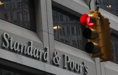 Агентство S&P понизило рейтинг Газпрома, ЛУКОЙЛа и РЖД до  негативного