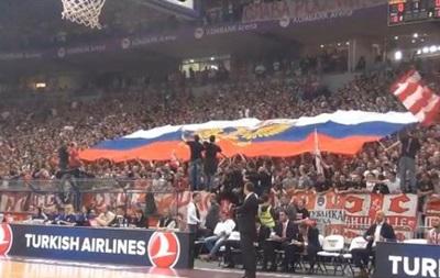 Фанаты Црвены Звезды встретили киевский Будивельник флагом России