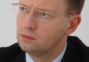 Яценюк: То, что Янукович поздравил с Рождеством только православных, можно расценить как попытку расколоть страну
