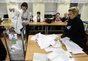 Яценюк и Тягнибок посетили киевские ОИК, в которых подсчет голосов происходит медленно