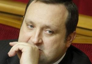Арбузов хочет  собирать больше лишних денег , чтобы сдержать рост инфляции