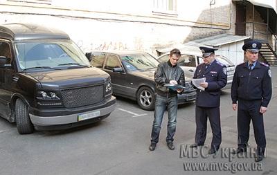 Правый сектор передал ГАИ автомобиль из автопарка Януковича