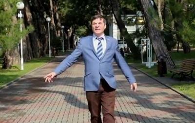 Астраханский депутат Андрей Иванцов снял клип на песню  Крым!