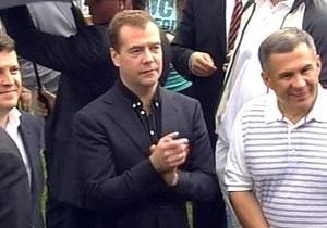 Медведев сыграл на люляме и станцевал под группу Gogol Bordello