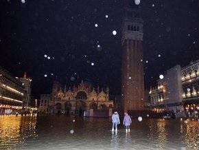 На Западную Европу обрушились ливни и снегопады