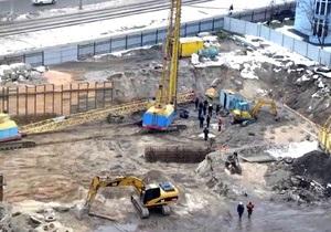 В Киеве на Оболони упал строительный кран, погибли два человека