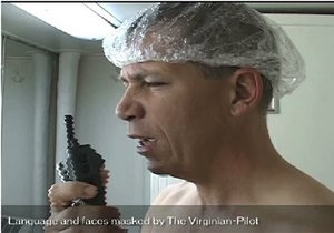 Капитана легендарного американского авианосца уволят за съемки в непристойных видео