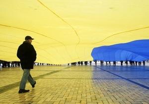 Азаров призывает развенчивать мифы об Украине за рубежом
