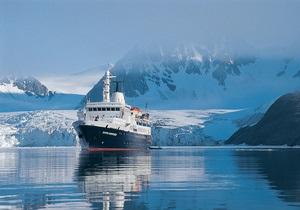 В Арктике сел на мель круизный лайнер