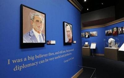 Бывший президент США Джордж Буш представил выставку своих картин