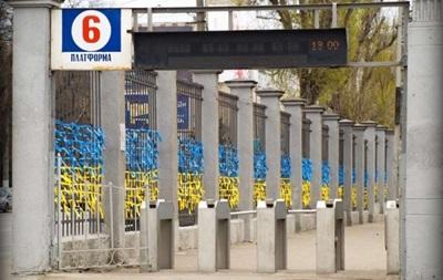 Одесский вокзал стал желто-синим