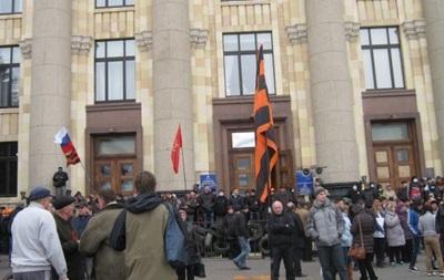 В Харькове проходит два митинга: за присоединение к России и против сепаратизма