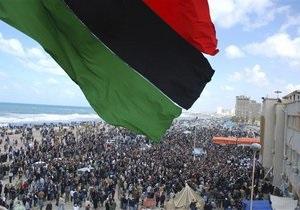 Верные Каддафи войска окружили захваченный повстанцами город рядом с Триполи