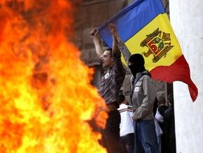 Протестующие подожгли здание молдавского парламента