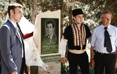 В Крыму вандалы осквернили памятник известному крымскому татарину