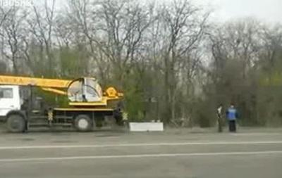 Жители Запорожья начали строить блокпосты на въездах в город