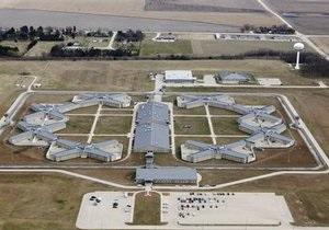 Администрация Обамы выкупит тюрьму в Иллинойсе для узников Гуантанамо