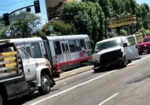 США - В Сан-Франциско поезд столкнулся с автобусом