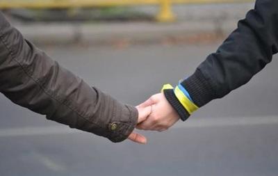 Украинцы в субботу построят  живую цепь  в знак мира и единства