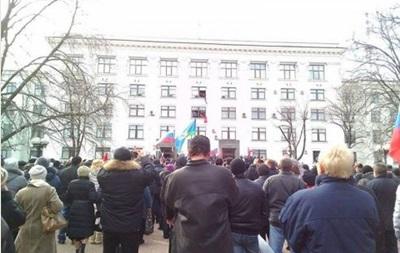 В Луганске проходят марш мира и митинг возле СБУ
