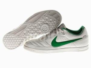 Nike представляет новые универсальные Nike5 Gato Street бутсы. Эти бутсы предназначены для футболистов, играющих на маленьких площадках.
