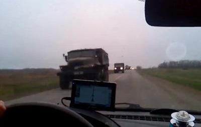 В сети появилось видео военной техники, которая едет в Мариуполь