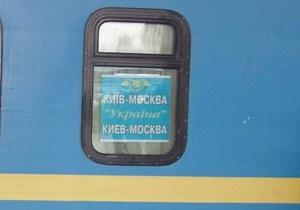 В Сумах студенты посадили чучело Табачника в поезд на Москву. Скучать не обещали