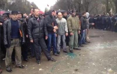 В Запорожье пророссийских активистов через  коридор позора  провели к зданию УБОПа