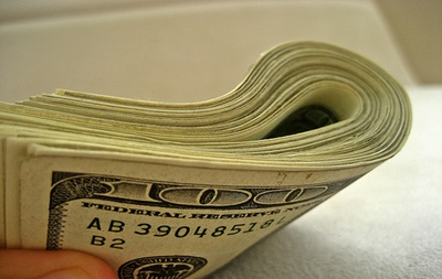 Доллар на межбанке отступил