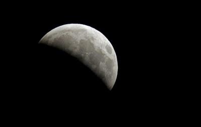 Анонсы вторника: грядет Лунное затмение, Яценюк представит новую Конституцию, а евреи празднуют Песах