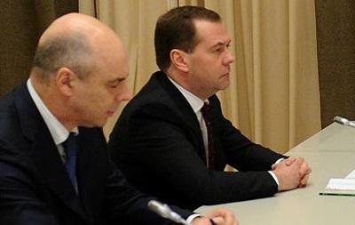 Медведев винит геополитику в оттоке капитала из России