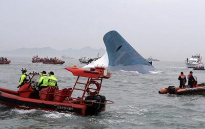 В крушении парома в Южной Корее погибло уже девять человек
