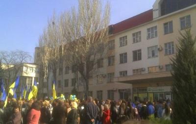 Луганские студенты собираются на шествие за единую Украину