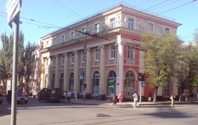 В Донецком городском доме детского творчества отменили занятия из-за митинга  - родители