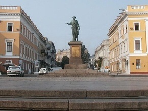 В Одессе памятник Дюку оденут в вышиванку, а Потемкинскую лестницу украсят флагом Украины