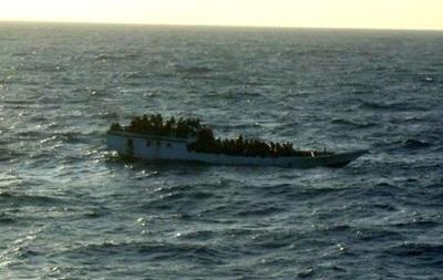 В Индонезии перевернулось судно с паломниками. Семь человек погибли