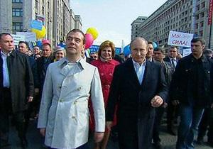 В Москве Медведев и Путин присоединились к участникам первомайской демонстрации