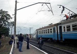 В Донецкой области обрыв сети привел к пожару: пассажиров электрички эвакуировали