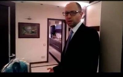 Яценюк провел экскурсию по своей киевской квартире