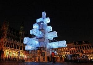 В Брюсселе решили демонтировать металлическую елку после протестов христиан