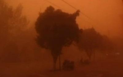 Мощная песчаная буря обрушилась на северо-запад Китая
