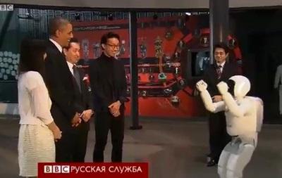 Обама сыграл в футбол с роботом