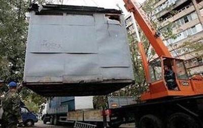 В Киеве продолжают сносить незаконные МАФы