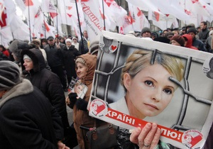 В команде Тимошенко отреагировали на разрешение лечить экс-премьера вне колонии