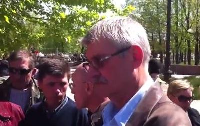 Нас называют быдлом и москалями. В Луганске люди поговорили с миссией ОБСЕ